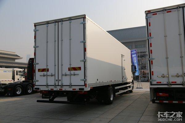 15L660马力X6000亮相定位于高端市场陕汽全新6000平台有啥不一样?