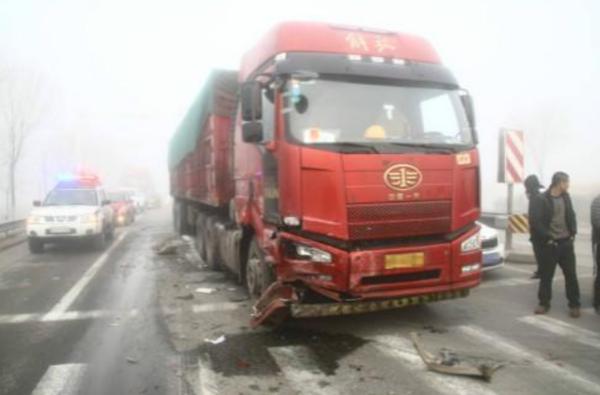 安全大于一切,卡车雾天行驶应该注意哪些问题?