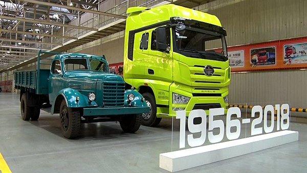 一汽解放第700万辆卡车下线仪式隆重举行国产卡车又向前了一大步!