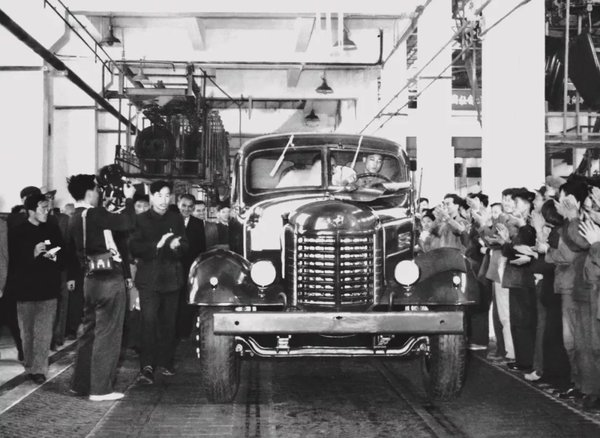 11月30日,解放第700万辆卡车下线了!