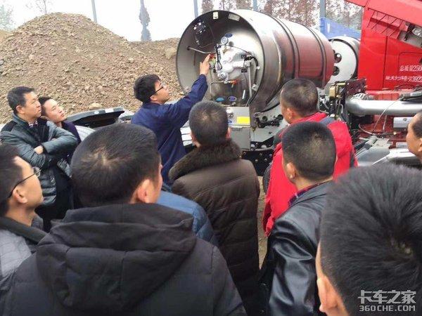 四川鑫联合卡车LNG型绵阳大型交车仪式