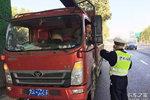 卡车周爆:河南安阳辅警收黑钱被开除