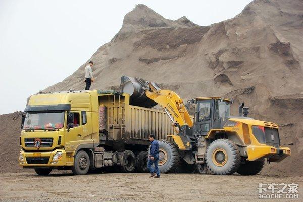 山路忌讳弯道、泥路怕侧翻,卡车遇到这些特殊路段该怎么开?