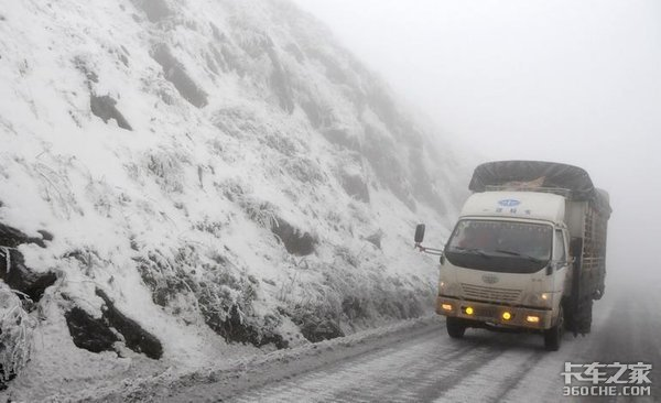 考验驾驶技术的时候到了,冬天凝冻路面有啥开车技巧?