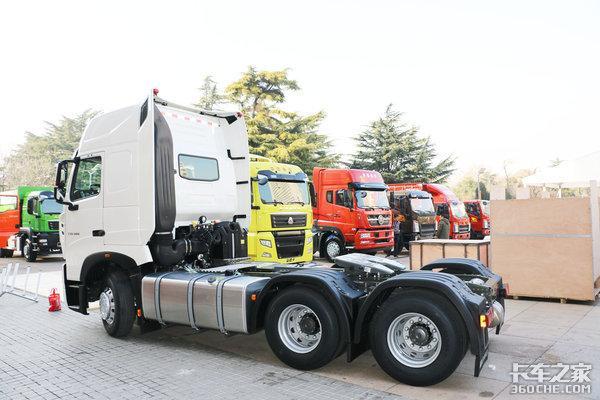 国六500大马力+1100L大油箱豪沃T7H来了!