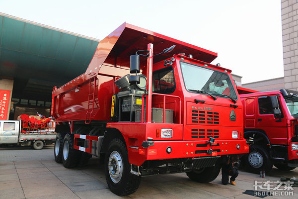 500马力+1100L国六T7H,N7G1000L气瓶自重8.45吨?重汽年会亮点都在这
