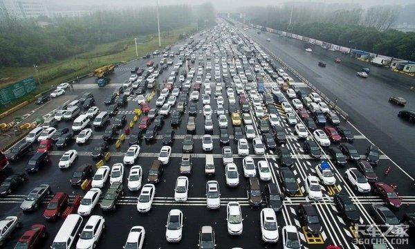 高速路权缺失,禁行时段不统一危险品运输车的生存竟如此艰难