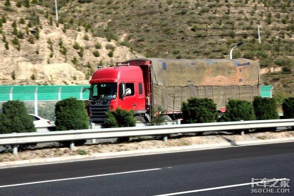卡车司机的权益谁来守护,高速飞贼何时休?
