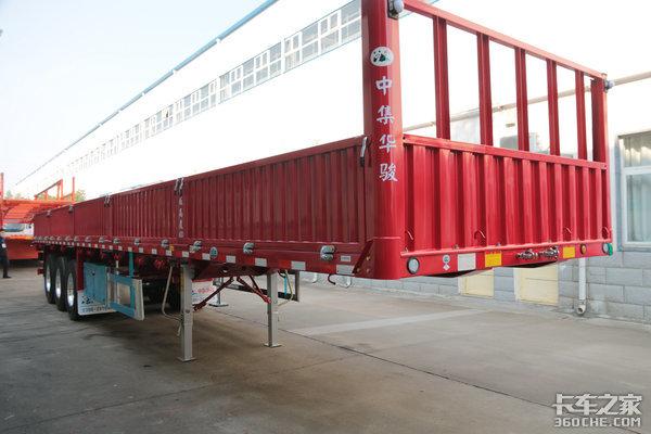 采用'塑料'板簧华骏13米栏板自重4.8吨