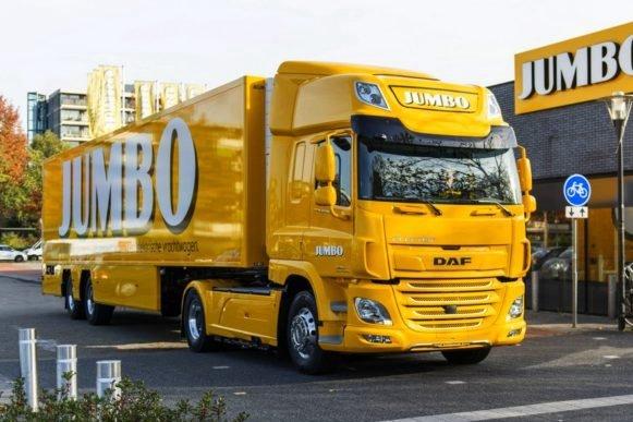 达夫交付首款电动牵引车用于超市配送
