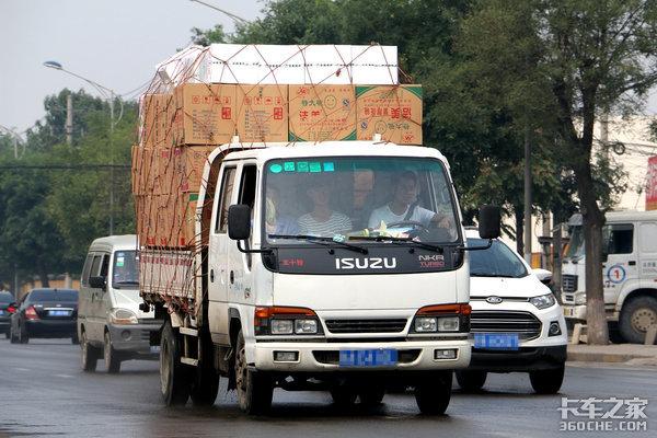 蓝牌两轴货车为啥执法标准不一样?到底拉多少吨才合适