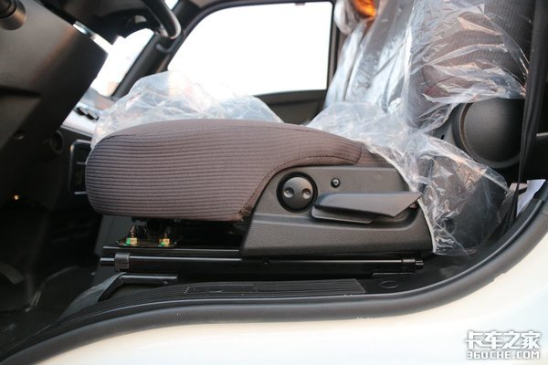 带电动座椅的小卡你见过吗?唐骏V5小卡亮点速评