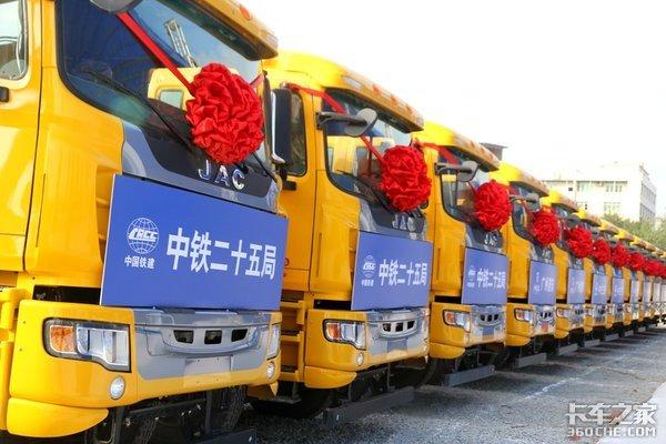 交付30台全符合新规江淮8x4智能渣土车助力广州新火车站建设