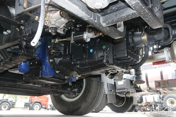 5吨吊机+云内动力,看重汽豪曼H3城郊、乡镇吊装转运神器