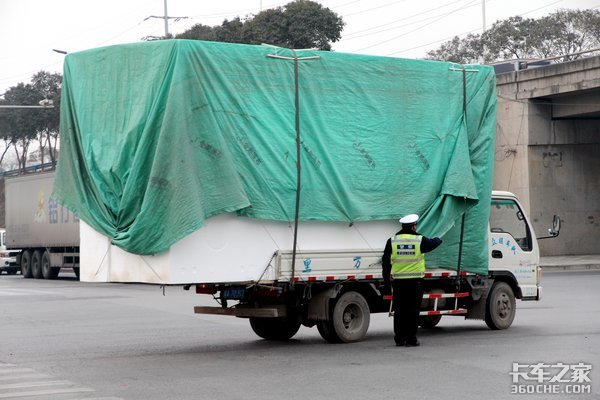 4.5吨以下货车取消两证轻卡泛滥还是严查蓝牌?用户最担心这些事