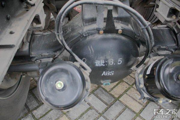 轻量化+利勃海尔上装豪曼H5搅拌车图解
