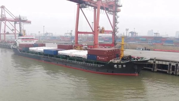 集团首批LNG罐式集装箱江海联运成功