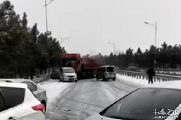 """天降大雪卡车要是不注意这些问题可要变成""""碰碰车""""了"""