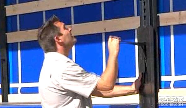 集装箱式侧帘挂车存在安全隐患却泛滥?