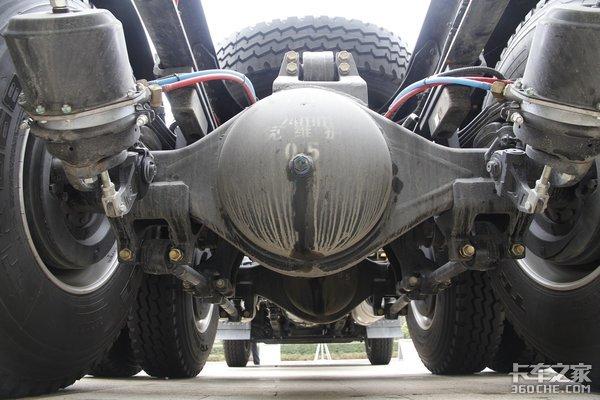 高顶低地板+1000L气罐LNG版华菱汉马新H9牵引车图解