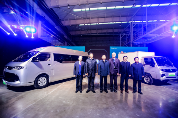 德力汽车安阳工厂落成 新车成功下线