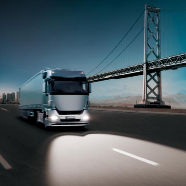 守护卡车司机驾驶安全欧司朗擎天霸卡车车灯新品上市