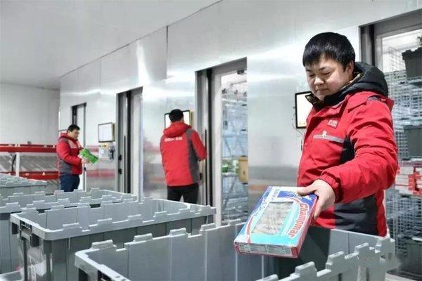 全国首个电商冷库货到人拣选系统投用