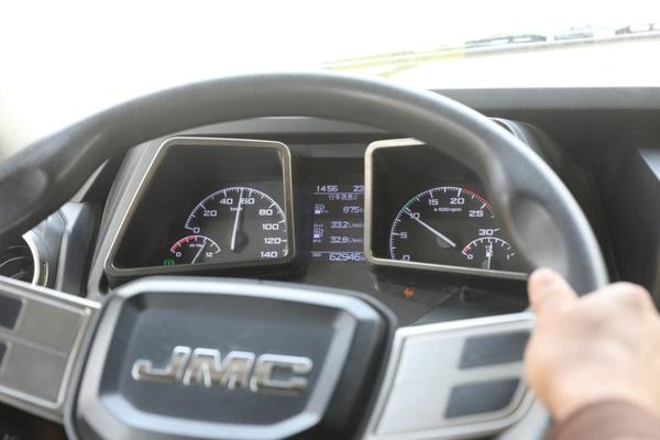 外观霸气、安全舒适、节省成本开车还得选威龙