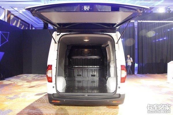 上汽大通EV30上市售价12.69-18.17万