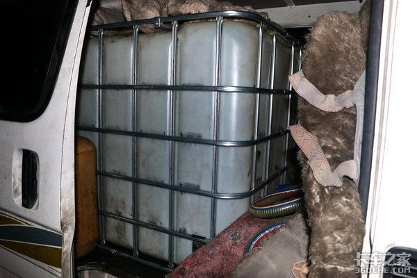 卡车周爆:四川又一偷油团伙被灭警方持续征线索;重庆消防车超载被罚