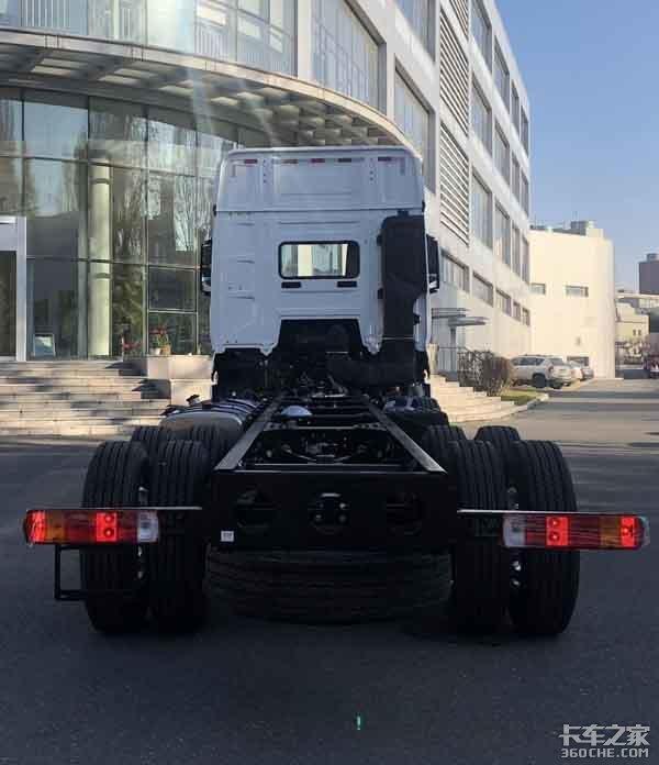 J7再曝新车型8X4底盘配空悬架双油箱容积超过1000L