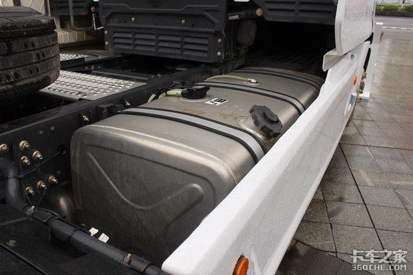 560马力康机+ZF16挡变速箱轴距4500mm这款乘龙T7堪称快递运输神器