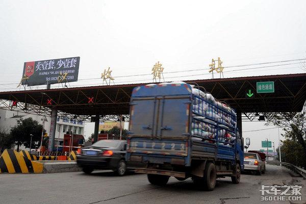 司机无证驾驶货车被拘留,你就是这样挣钱养家的吗?