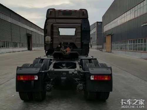 外观基本上一样简直是北京牌J6牵引车