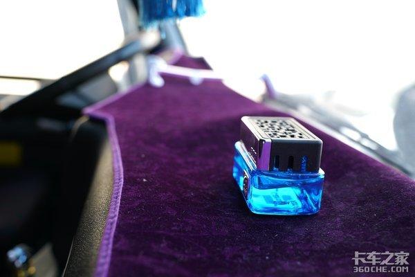 液晶大屏、逆变器、全浮驾驶室…这个80后卡友自己改出来辆顶配龙VH!