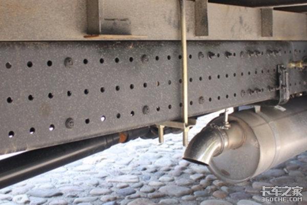 """卡车大梁上为啥这么多""""小孔"""",是偷工减料还是为了轻量化?"""