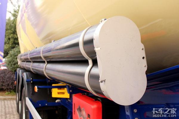 源自欧洲技术赛夫车桥+空气悬架+铝合金罐体图解中集瑞江粉罐挂车