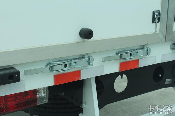 快递专用:厢体容积70立方的极限大单桥