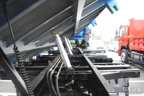 奥驰X6三轴自卸你见过吗?还是国六排放