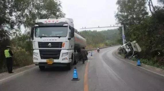 货车事故点评:安全驾驶时刻记心里