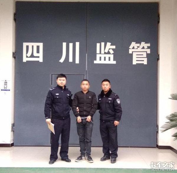 男子驾改装货车强行冲卡,硬生生把交警推了5米远!最后遭拘留10天