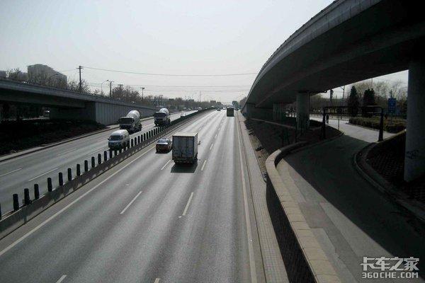 湖南省公安厅:集中整治货车高速占道行为