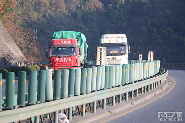 江南区开展扬尘污染治理联合执法行动打好蓝天保卫战