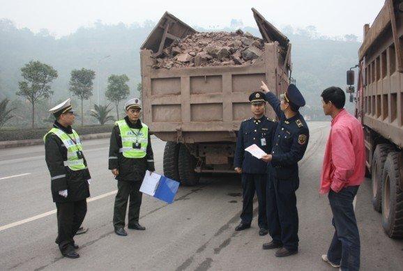 货运车司机注意了内江开展为期两个月货运车辆专项整治行动
