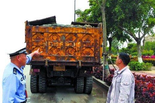 东莞:大货车失控撞上绿化带雨天路滑是主因