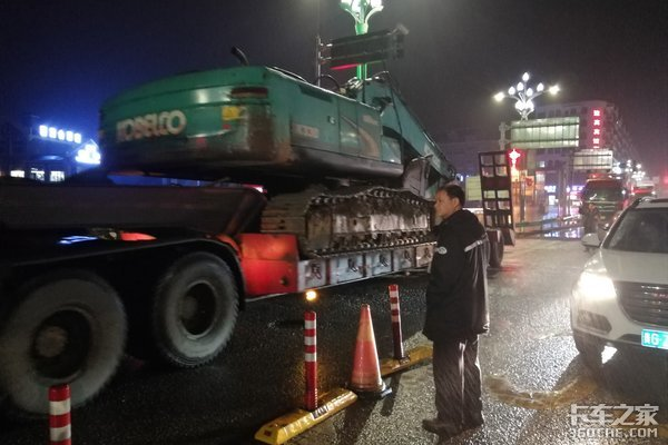贵州开启高速入口地磅称重,超载100公斤都会被劝返