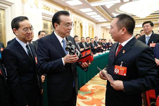总理手中的中国红东风天龙旗舰KX模型