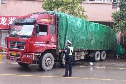 货车司机注意啦!大岭山这条道路将禁止1吨以上货车停放