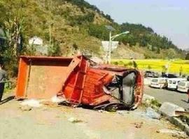 货车超载拉人安全隐患巨大,一旦出事故很难获赔偿