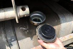为防油耗子 货车司机无奈做出这个举动
